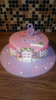 Lego friends cake Lego Friends Cake, Lego Friends Birthday, Lego Friends Party, 6th Birthday Parties, Girl Birthday, Birthday Cake, Birthday Ideas, Lego Cake, Celebration Cakes