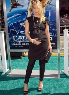 Christina Applegate Maternity - Cap sleeve dress & leggings