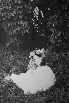 Photography by the wonder Colette Saint Yves. These haunting images touch our souls. Old Pictures, Old Photos, Vintage Photographs, Vintage Photos, Deep Books, Foto Portrait, Saint Yves, We Are The World, Vintage Children