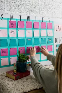 Start your year off with a bang! Create a customizable sticky note calendar that will be sure to brighten your life while keeping you on track. Note Board, Space Saving Desk, Diy Calendar, Create A Calendar, Dollar Store Hacks, Diy Storage, Storage Bins, Desk Organization, Sticky Notes