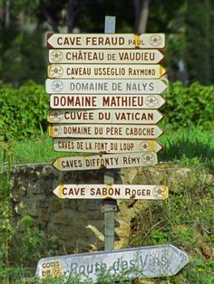 Road Signs to Wine Producers in Chateauneuf-Du-Pape, Provence, France Photographie
