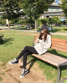 Perfect Line Leggings - I know you wanna kiss me. Thank you for visiting CHUU. Korean Girl Fashion, Korean Fashion Trends, Ulzzang Fashion, Korean Street Fashion, Kpop Fashion Outfits, Tween Fashion, Korea Fashion, Ulzzang Girl, Korean Casual Outfits