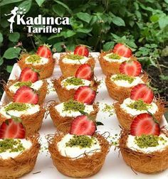 Crispy Kadayıf with Pudding – Delicious Recipes Arabic Sweets, Food Platters, Sweet Sauce, Tart Recipes, Mini Desserts, Cookies Et Biscuits, Custard, Breakfast Recipes, Cheesecake