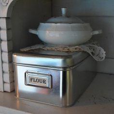 Flour tin www.detijdvantoen.net Brocante & Styling