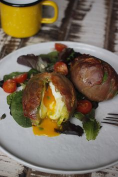 avocado egg capsule (take off meat) Breakfast Healthy, Breakfast Recipes, Healthy Eating, Natural Born Feeder, Gluten Free Recipes, Healthy Recipes, Come Dine With Me, Wheat Belly, Parma