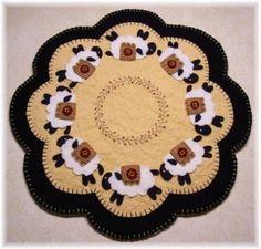 Penny Rug Snowflake Crafting Felt Wool Fibre Pinterest Snowflakes Pumpkins And Rugs