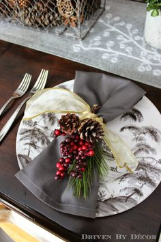 Holiday Napkin Ring – Pine cones, berries, greens and ribbons – simple & inexpensive … - Christmas Home Decorations Christmas Table Settings, Christmas Tablescapes, Christmas Table Decorations, Decoration Table, Dining Decor, Holiday Tables, Christmas Napkin Rings, Christmas Napkins, Christmas Dishes