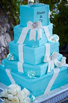 Tiffany-Wedding-Cake-A-Day-to-Remember.jpg 400×600 pixels
