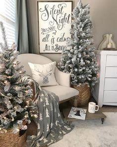 "1,357 Likes, 55 Comments - Vanessa | Hawthorn Interiors (@hawthornhomeinteriors) on Instagram: ""Cozy Christmas neutrals for our bedroom! I may add a touch of red in our bedding, I just can't…"""