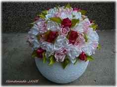 dekorácia  ružičiek v črepniku zo satenovových stúh