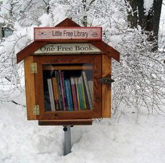 Madison, Wisconsin has a number of Little Free Libraries. Built by homeowners, or private businesses, these libraries allow passers-by to take a book from the collection and also add a book to the collection that might be of interest to another passer-by. Little Free Libraries, Little Library, Free Library, Library Books, Mini Library, Library Ideas, Vintage Library, Library Images, Library Design