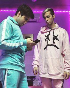 Robledo torpedo y el dementovich Graphic Sweatshirt, Teen, Instagram, Cute Wallpaper Backgrounds, Famous Celebrities, Cute Guys, Teenagers