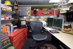Cartoon network werkt met allemaal zelf-ingerichte cubicles en gangen (zoek maar op sports turner office).