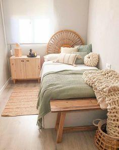 Room Ideas Bedroom, Home Bedroom, Bedroom Inspo, Modern Bedroom, Design Bedroom, Narrow Bedroom Ideas, Bedroom With Couch, Girls Bedroom, Master Bedroom