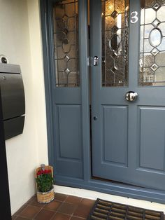 Indigo blue: 10 amazing ways to add this color to your home decorPaint your front door indigo blue! Color of the front door color. Decoration ideas for Cottage Front Doors, Victorian Front Doors, Grey Front Doors, Front Door Porch, Beautiful Front Doors, Painted Front Doors, Double Front Doors, Modern Front Door, Front Door Entrance