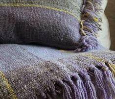 Resultado de imagen para pieceras a telar Merino Wool Blanket, Lana, Weaving, Throw Pillows, Design, Blankets, Spinning, Bed Feet, Color Coordination