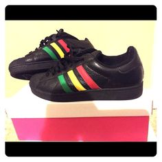 Jamaican Adidas Jamaican Adidas, in good condition one small scuff on inner shoe. Size 7 men's (8- 1/2 to 9 women's) Adidas Shoes Sneakers