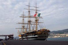 Resultados da Pesquisa de imagens do Google para http://photos.igougo.com/images/p144142-Trieste-The_Amerigo_Vespucci_in_Trieste.jpg