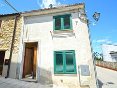 http://immobiliarecaserio.com/Economic_house_with_sea_view_for_sale_in_Italy_Molise_Tavenna_2191.html