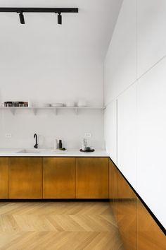 bogdan ciocodeica studio uses brass finishes to renovate a apartment in bucharest designboom Home Decor Kitchen, Interior Design Kitchen, Modern Interior Design, Home Kitchens, Interior Architecture, Interior Decorating, Gold Kitchen, Studio Apartment Kitchen, Narrow Kitchen