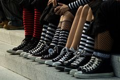 Imagem de converse, all star, and shoes Grunge Goth, Punk Goth, Mode Converse, White Converse, All Star, All Black Sneakers, High Top Sneakers, Looks Style, My Style
