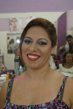 Uma das minhas primeiras makes... hoje vejo que estou maquiando bem melhor....a perfeição chega com a persistência e estudo.