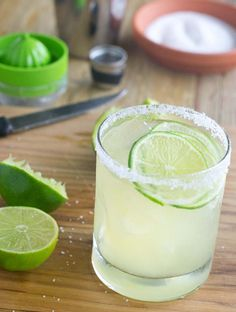 Best Classic Margarita Recipe- Delicious and refreshing cocktail, your family and friends will love!