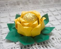 Aprenda a fazer uma forminha para doces a partir do origami.