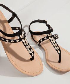 a2d22414e528e Sandale appliqués petites plumes - Chaussures. Pretty Sandals