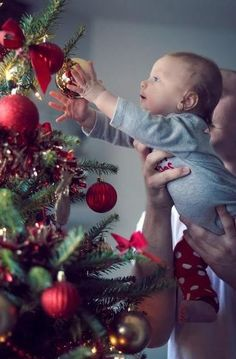 9f1e32f26f0ab Baby s first christmas (Shoot done roughly months old)