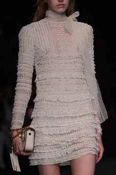 Valentino at Paris Fashion Week Fall 2015 - Details Runway Photos Fashion Week Paris, Runway Fashion, Fashion Outfits, Womens Fashion, I Love Fashion, Fashion Details, Passion For Fashion, High Fashion, Fashion Design