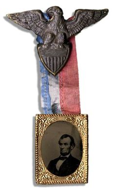 Original Abraham Lincoln mourning badge worn during his state funeral, which lasted from 18 April to 4 May Suspended from the Eagle pi. American Presidents, American Civil War, American History, Historical Art, Historical Pictures, Abraham Lincoln Family, Lincoln Memorial, Momento Mori, Mourning Jewelry