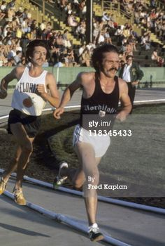 Pre's last race, Finnish Meet, May Hayward Field leading Frank Shorter. Pre died hours later after leaving post race part at Geoff Holister's home. Running Race, Marathon Running, Running Workouts, I Love To Run, Great Run, Running Motivation, Fitness Motivation, 1972 Olympics, Steve Prefontaine