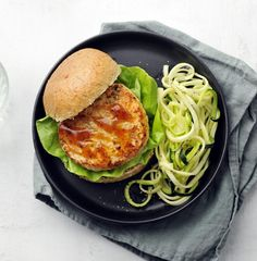 Low-carb zucchini noodles soak up a Japanese-inspired vinaigrette for the perfect side to these sweet and savory salmon patties. Seafood Dishes, Seafood Recipes, Diet Recipes, Zoodle Recipes, Burger Recipes, Teriyaki Burgers, Teriyaki Salmon, Salmon Patties, Salmon Burgers