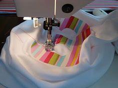 Appliqued T-Shirt Tutorial Ellison Lane Quilts Sewing Appliques, Applique Patterns, Embroidery Applique, Machine Embroidery, Sewing Patterns, Applique Ideas, Fabric Crafts, Sewing Crafts, Sewing Projects