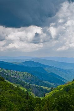 The Smoky Mountains, Newfound Gap • You don't see a view like this everyday. The Smoky Mountains are one of the best places if you want to be inspired by nature. #nature #smokymountains #beauty http://exploretheworldwithyourkids.com/2014/07/07/top-8-reasons-and-tips-for-a-family-vacation-in-the-great-smoky-mountains/