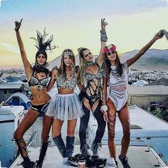 BURNING MAN GO GO GO!! - #festival #fest #doof #instafashion #instafollow #instadaily #festivalfashion #fashion #festivallife #festivalinspo #inspiration #inspo #bloggers #fashionblogger #bloggerstyle #blog #glastonbury #burningman #rainbowserpent #strawberryfields #secretgardenparty #ibiza #travelling #travel #womansfashion #hippy #hippie #boho #vintage #retro