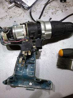 Interior de taladro de batería.