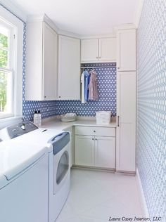 Make your laundry a beautiful place to do your daily chores in with colourful patterned wallpaper