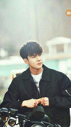 Good looking maknae in EXO, Oh Sehun<< He is our sassy + diamond maknae Baekhyun Chanyeol, Park Chanyeol, Kpop Exo, Shinee, Luhan And Kris, Sehun Cute, Kim Minseok, Xiuchen, Exo Ot12