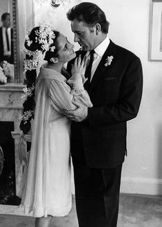 Elizabeth Taylor_R Burton marry in Montreal on March 15, 1964