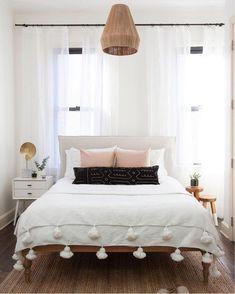 40 Minimalist Bedroom Ideas: Bohemian Minimalist With Urban Outfiters Bedroom Ideas 40 Home Bedroom, Bedroom Decor, Bedroom Modern, Teen Bedroom, Minimalist Bedroom, Airy Bedroom, Bedroom Simple, Design Bedroom, Bedroom Wall