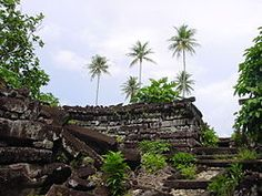Pictures have emerged of the ruins of a floating city that was home to an ancient civilisation which vanished 400 years ago. It is in what is now known as Micronesia in the Pacific Ocean. Atlantis, Sunken City, Ancient Tomb, Federated States Of Micronesia, Ruined City, Mystery Of History, Lost City, South Pacific, Pacific Ocean