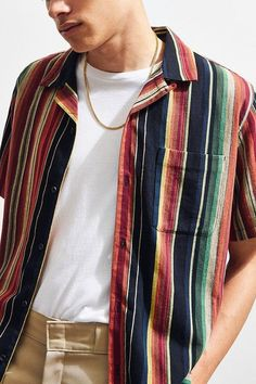 Slide View: UO Colorful Stripe Short Sleeve Button-Down Shirt - Men Button Down Shirts - Ideas of Men Button Down Shirts 90s Fashion, Fashion Outfits, Fashion Tips, Fashion Trends, Fashion Photo, Fashion Clothes, Fashion Styles, Men With Street Style, Style Men