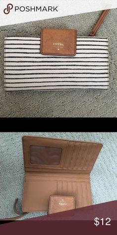 28157b8114e5 12 Best Fossil wallet images   Fossil wallet, Wallet, Wallets