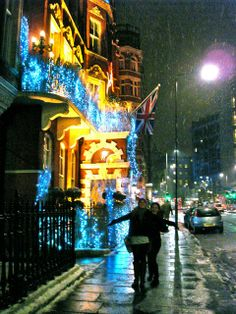 Finding my way...in England: Snowy Night, London Lights and King's College Choir