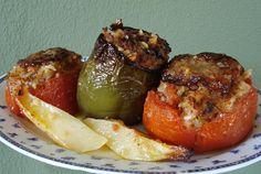 Γεμιστά. Παραδοσιακά γεμιστά με ντομάτες και πιπεριές...