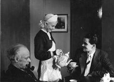 Nuorena nukkuneen (1937) pääosassa Siljana nähdään Regina Linnanheimo.