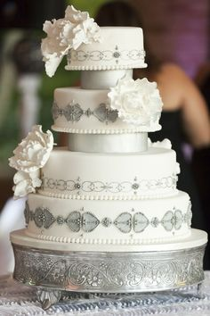 Delightful Daily Wedding Cake Inspiration. To see more: http://www.modwedding.com/2014/07/15/delightful-daily-wedding-cake-inspiration/  #wedding #weddings #wedding_cake Featured Wedding Cake: Amy Beck Cake Design; Featured Photographer:  Elias Rios Photography