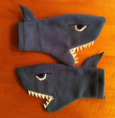 Must make this for Bonnie Fleece Projects, Sewing Projects For Kids, Sewing For Kids, Sewing Toys, Baby Sewing, Sewing Crafts, Fleece Hats, Baby Mittens, Mittens Pattern